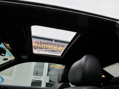 開放感あるサンルーフ付きのお車になります。BMWE46直6エンジンは乗って楽しいお車になりますので、ぜひ!!