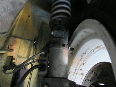 車高調整キッド装着済み!!BMWM3直6エンジンを存分に楽しめるパーツが装着されております。レーシーな仕上がりになっておりますので、ぜひご検討ください。