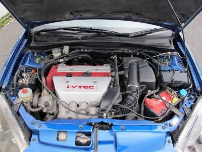 カタログ値エンジンはVTECとVTCを組みあわせた、2L 直4DOHCのi-VTECエンジン(K20A型)。このK20A型ユニットは徹底して吸排気効率を高めることで220馬力のタイプRになります。