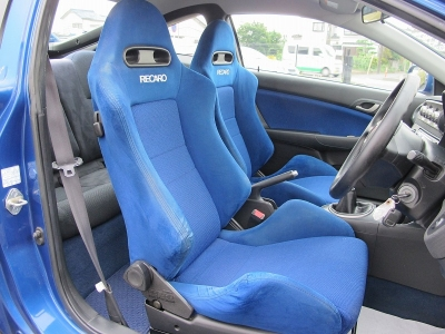 外装のアークテックブルー内装はブラックレカロ運転席、助手席がセットされたインテR楽しいお車になりますので、ぜひ検討してみてください。
