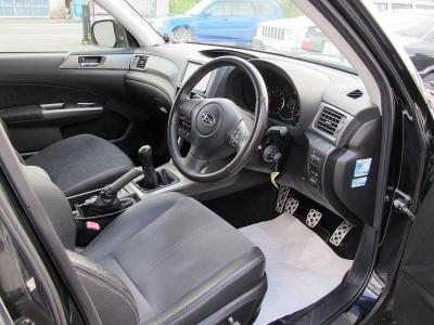 23年式SH5スバルフォレスターXTが入庫しました。純正5速MT、運転席シートはSTIシート装着、社外マフラー(車検対応)クルーズコントロール、HIDライト、ナビTV(フルセグ)ETC、SJ18AW