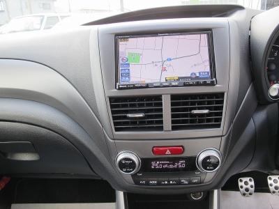 快音社外マフラー!!車検対応ご家族にから苦情がくるような音ではございません。心地の良い走りと音はドライバーを刺激します。STI専用ドライバーシート装着しておりますので、運転もらくらくご家族で遠方に!!