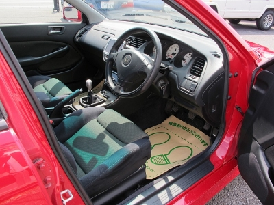 外装色ミラノレッド1オーナー車が入庫しました。運転席・助手席レカロの状態も良く、実走行7万キロ台のお車になります。雰囲気も大変良い、ユーロR!!