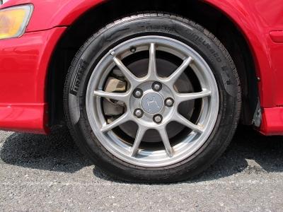 デザインの良いアコードユーロR純正16AW、タイヤはピレリーP6装着されておりやまも十分な状態です。