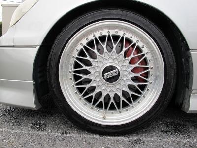 デザインの良いBBSスーパーRS18インチアルミホイール、BBS専用センターロックキーなどももちろん完備!!F235/40/18R255/35/18タイヤ装着!!