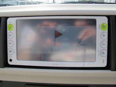 お出掛けの際には便利な純正オプションナビTV装着済みです。