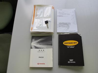 スペアキー、キータグプレート完備、取説、記録簿、新車保証書、ナビ取説完備しています。
