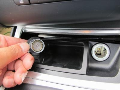 純正BMWパフォーマンスキャリパー装着されております。新車価格500万円以上のお車になりますので、エンジンだけにとどまらずブレーキも申し分のない装備の135クーペ!!ぜひご検討ください。