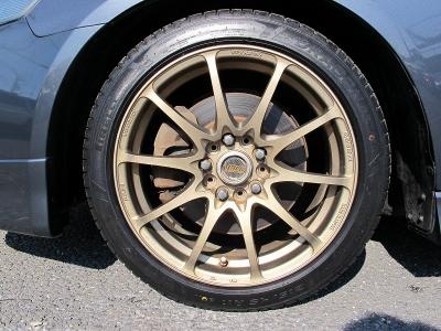 デザインの良い軽量レイズCE2817インチAW、今回当社にて、ピレリー215/45/17新品を装着しました。タイヤは新品に限りますね!!