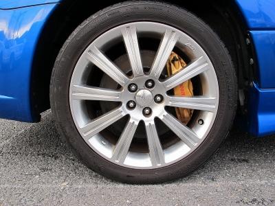 デザインの良い純正STI専用18AWタイヤの山もまだまだございますので、ご安心ください。