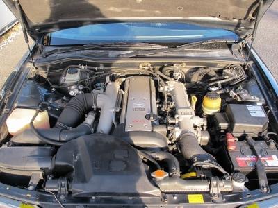楽しい1JZエンジン型式1JZ-GTE 出力280ps(206kW)/6200rpm トルク38.5kg・m(377.6N・m)/2400rpm 種類水冷直列6気筒DOHC24バルブターボ