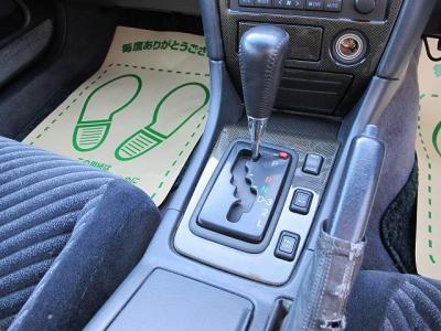 快適な4ドアツアラーV280PS街乗りはもちろんどのステージでも活躍できるお車になります。大きなお荷物もらくらくラゲッチスペースをご利用ください。