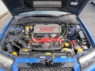 エンジン型式EJ25 最高出力265ps(195kW)/5600rpm 最大トルク38.5kg・m(378N・m)/3600rpm 種類水平対向4気筒DOHC16バルブICターボ