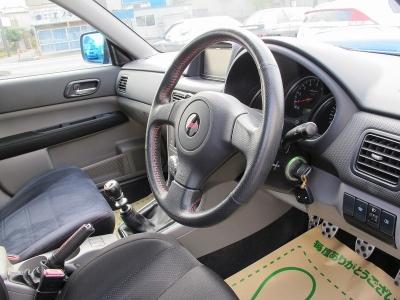 運転の楽しいフォレスターSTIバージョン純正6速MTが入庫しました。荷物も詰めて走りが楽しいお車です。