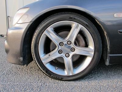 デザインの良いアルテッツァ純正17AWタイヤの山もまだまだございますのでぜひ!!