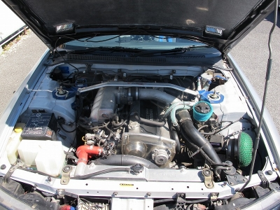 カタログ値RB25DETエンジン最高出力250ps(184kW)/6400rpm 最大トルク30.0kg・m(294.2N・m)/ になります。ターボ車をぜひ楽しんでください。※インパルECU装着