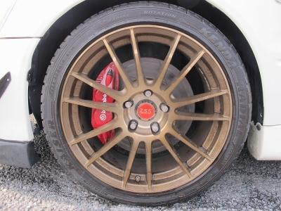 デザインの良いZ.S.S18AWになります。助手席側(ゴールド)運転席側(ブラック)拘りある仕様になっております。