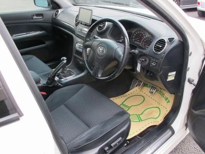 4ドアセダンでMTを探すとなかなかないメーカーカタログ引用280PSの楽しいお車です。楽しくて快適な4ドアのMTをお探しのお客様は必見です。