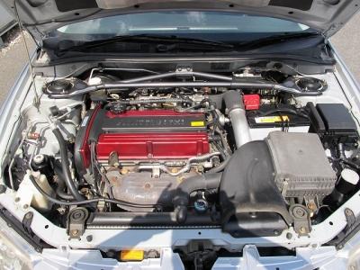 メーカーカタログ引用エンジン型式4G63ターボ 出力280ps(206kW)/6500rpm トルク40.0kg・m(392N・m)/3500rpm 種類直列4気筒DOHC16バルブICターボ