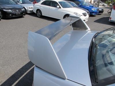 運転席、助手席は純正レカロシートになります。また純正ブレンボ前後キャリパーもこの年式のお車としてはクリーニングされており上質です。