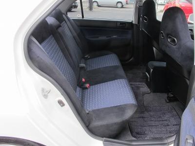 運転席、助手席は純正レカロシートになります。また純正ブレンボ前後キャリパーはブラックペイント済みです。