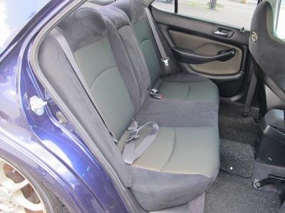 運転席はフルバケットシート装着されています。車検も付いていますので、早めに乗りだせます。