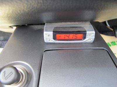室内の臭いも気にならないお車です。大きなお荷物はラゲッチスペースをご利用ください。