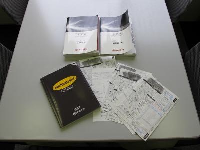 取説、新車保証書、メンテナンス記録はすべてトヨタディーラーになります。22.23.24.25.26.27.28.29.30.R1年度保管有りの1オーナー車です。もちろんスペアキーは1本完備しています。