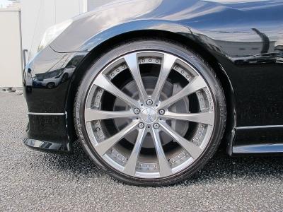 デザインの良いVENERDI20AWになります。タイヤの山もまだまだございます。ぜひご検討ください。