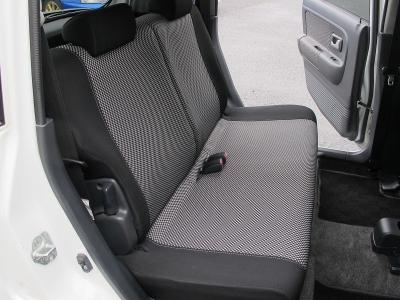 リアシートも使用感が少ないように見受けられ上質なラパンSSです。走れる軽自動車の中でも運転の楽しいお車になります。