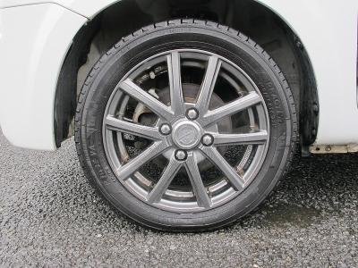 タイヤの山もまだまだございます。車検4年10月までついたお車になります。