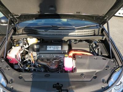 メーカーカタログ引用エンジン型式2AZ−FXE 出力150ps(110kW)/6000rpm トルク19.1kg・m(187N・m)/4400rpm 種類水冷直列4気筒DOHC+モーター