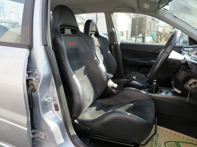 天張りの状態も良く内外装上質なお車です。