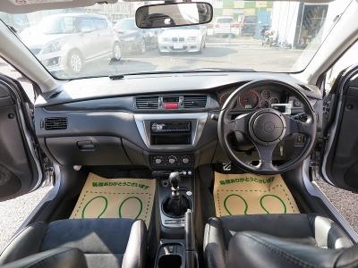 クリーニング施工済み 内装コンディションとてもいい状態です。室内の臭いも気にならないお車です。大きなお荷物はラゲッチスペースをご利用ください。