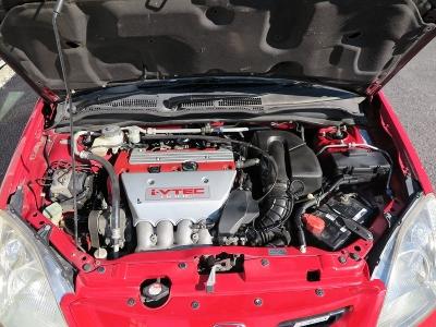 メーカーカタログ引用エンジン型式K20A出力215ps(158kW)/8000rpm トルク20.6kg・m(202N・m)/7000rpm 種類水冷直列4気筒DOHC16バルブ 総排気量1998cc