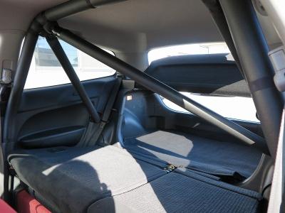 純正レカロシートが運転席助手席に装着されております。カーボンボンネットやTEIN車高調なども装着されていますので、楽しいシビックに仕上がっています。