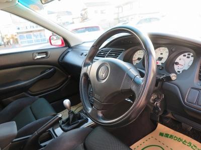 チタンシフトノブはユーロRやタイプRの証です。I-VTECにはない官能的な走りはドライバーの心をくすぐります。ぜひご家族でお楽しみにください。