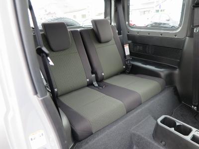新車時オプションのフロアマット装着、ETCも装着されています。