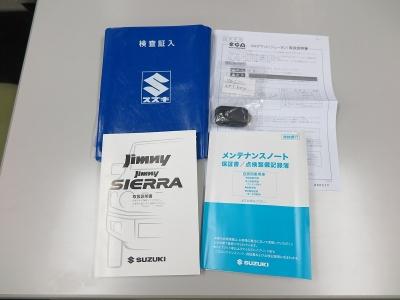 取説、新車時保証書、スペアキーなどもちろん完備されています。