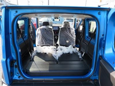 ご家族で楽しめるジムニーシエラスズキセーフティーサポート装着車が入庫しました。ケンウッド8インチナビ地デジフルセグTV、ビルトインETC、純正フロアマットも新品装着しました。