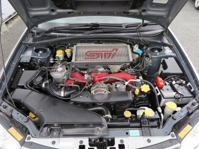 エンジン型式EJ20 最高出力280ps(206kW)/6400rpm 最大トルク43.0kg・m(422N・m)/4400rpm 種類水平対向4気筒DOHC16バルブターボ