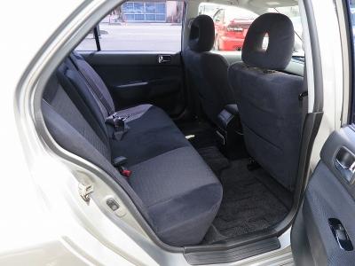 リアシートもスポーツカーでもしっかり座れるランエボになります。ご家族で、またご友人様とお出かけの際も十分な室内空間です。