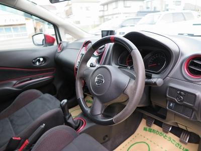ノートニスモSが入庫しました。運転しやすいお車になりますので、ご家族でお楽しみください。