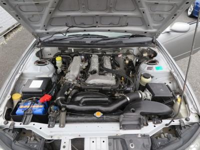 メーカーカタログ引用エンジン型式SR20DE       出力165ps(121kW)/6400rpm       トルク19.6kg・m(192N・m)/4800rpm       種類水冷直列4気筒DOHC16バルブ