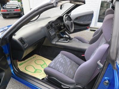 車内収納スペース多い為小物であれば多く収納可能です。