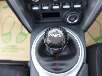 TOMSシフトレバー装着しています。シフトチェンジで運転性の良いお車です。