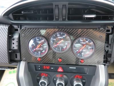 TRD3連メーター、HKSオイルクーラー装着している為オイル管理のしやすいお車です。