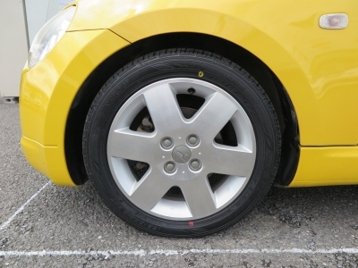 純正15インチAW装着しています。新品タイヤ装着の為安心して乗り出し可能です。