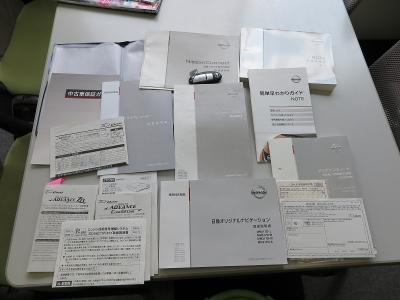 取説、新車保証書、スペアキー完備、当社スタッフが乗っていた車になりますので、オイルメンテはきっちり行われています。