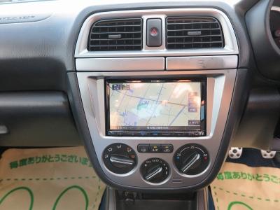 当社にてケンウッド新品ナビ地デジフルセグTVを装着しています。後席モニターにてDVD再生なども行えますので、後部座席も大きな画面でDVDが視聴できます。
